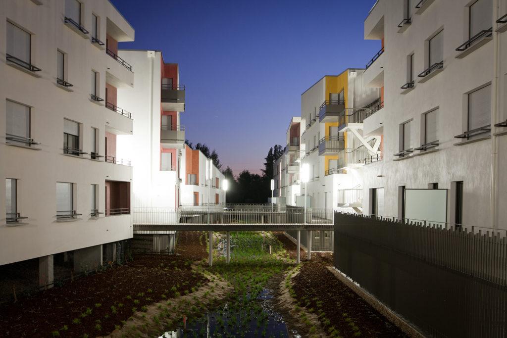 vue extérieure soir avec éclairage