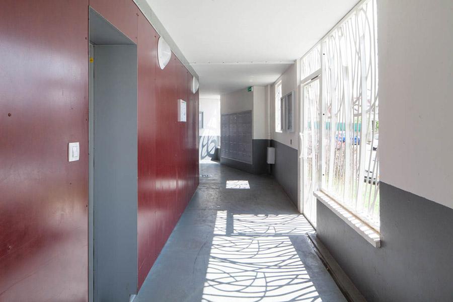 couloir donnant sur le hall