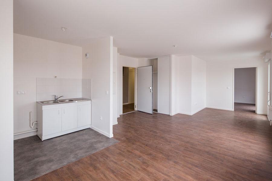 intérieur d'un logement vue sur kitchenette